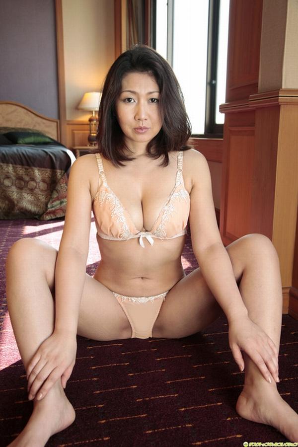 性欲が抑えきれないビッチなイケイケ人妻熟女が不倫中に撮ったエロ画像 423