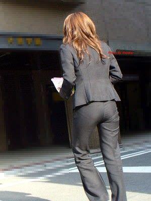 パンツスーツやタイトスカートを履いたOLお姉さんのお尻を追っかける街撮りエロ画像 670