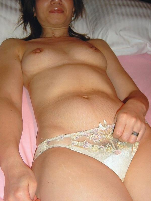 性欲が抑えきれないビッチなイケイケ人妻熟女が不倫中に撮ったエロ画像 823