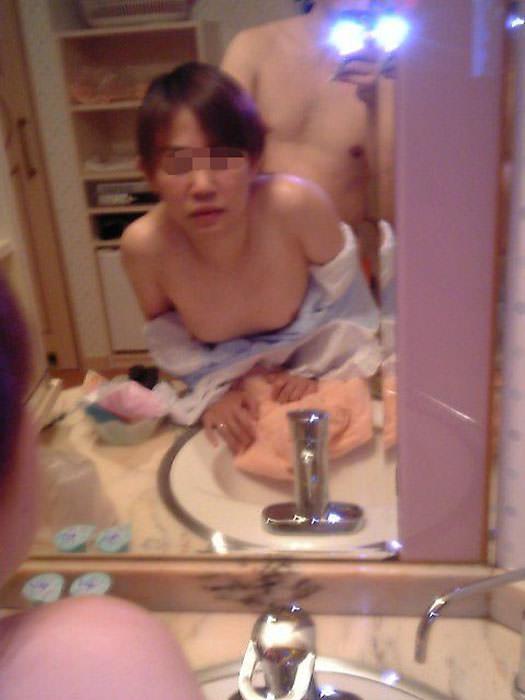 童貞が発狂しそうなリア充カップルのバックでハメ撮りエロ画像 863