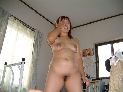 熟女好きには堪らない生活習慣と重力によって脂肪を蓄え弛んだムッチリ人妻のエロ画像 911