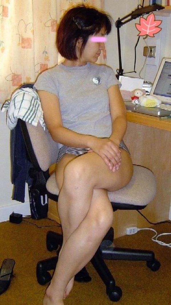 重力に引っ張られた弛んだ体を晒す人妻熟女のエロ画像 989