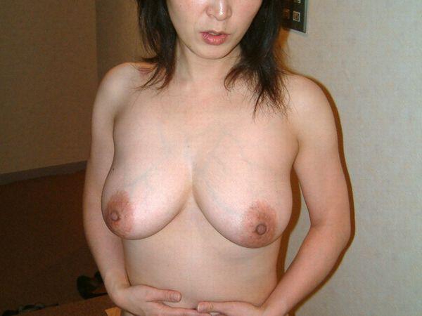 もう良い歳した熟女のおばさんだけど自慢の肉体美をご覧くださいwww 0126