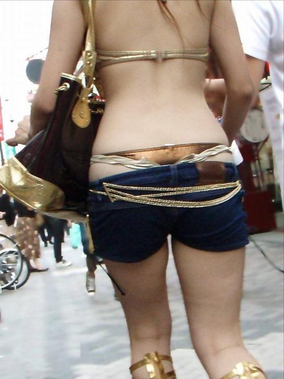 ホットパンツでむっちりしたお尻と太ももを楽しませてくれる街撮りエロ画像 1020
