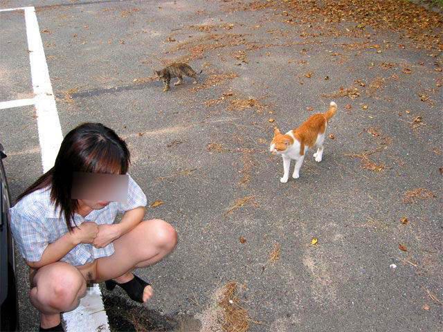 犬や猫のように所構わずオシッコしちゃう放尿エロ画像 1077
