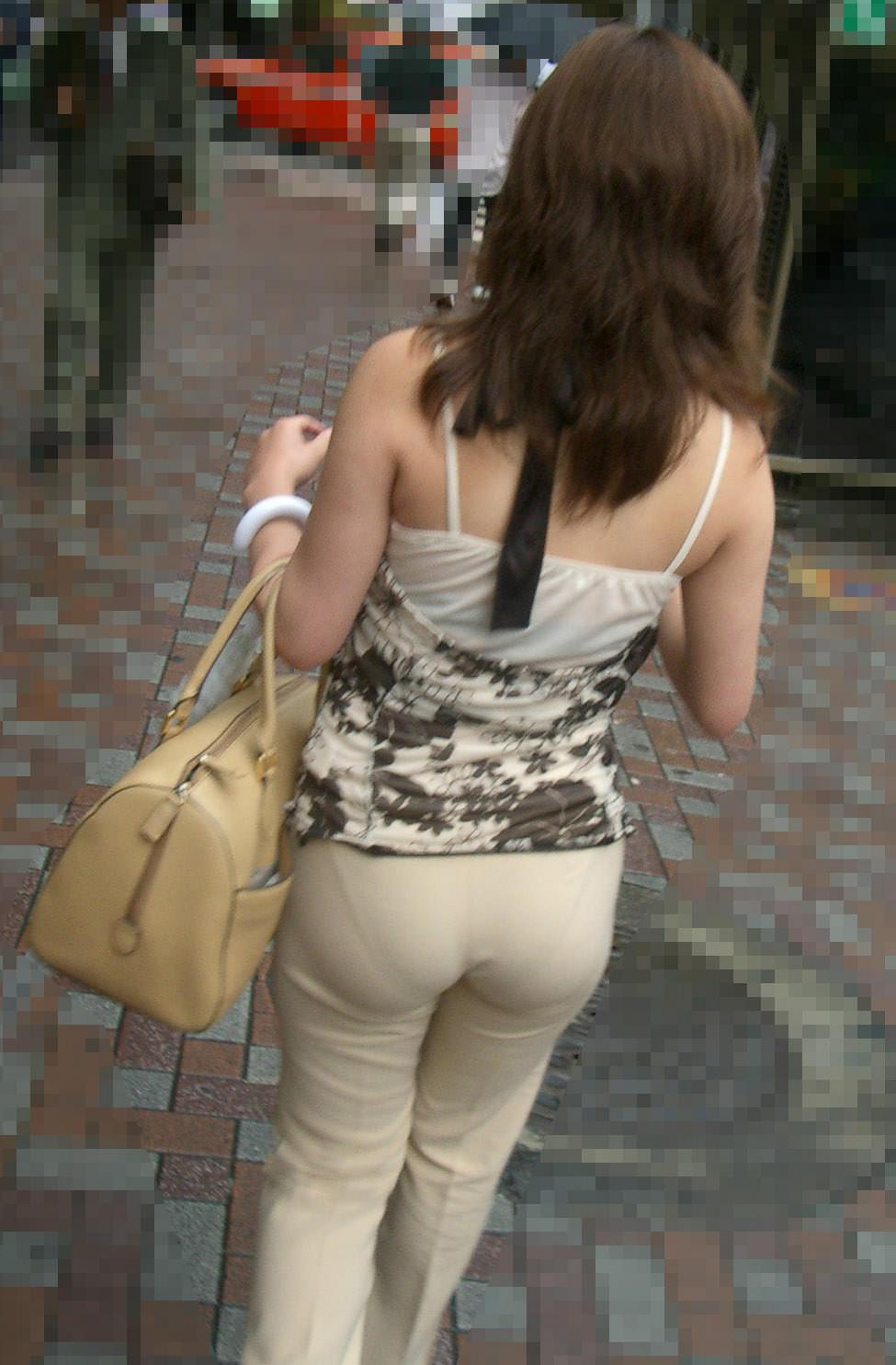 おっぱいよりもお尻をアピールする女子の街撮りエロ画像 11118