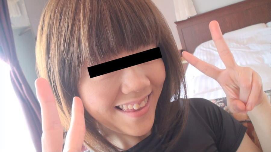 素人のパイパン娘がホテルでパンツ脱いでおまんこ撮影するエロ画像 1191