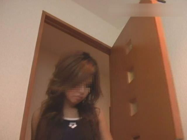 生理中のギャルがタンポン変えてる姿をトイレで隠し撮りされたエロ画像 1293