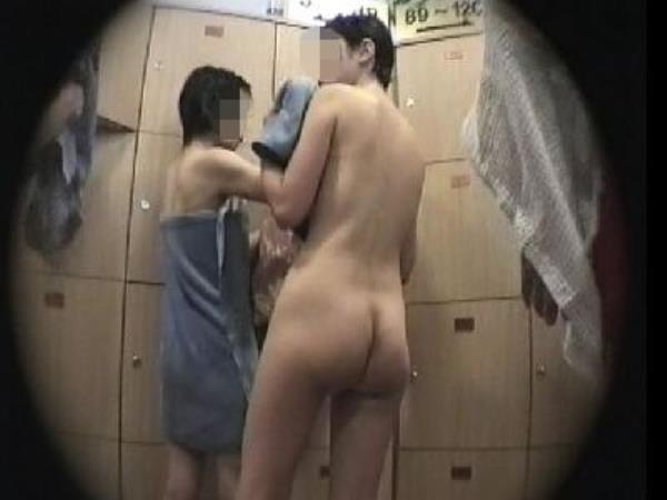 温泉の女子更衣室で着替え中のガチ素人娘を隠し撮りしたエロ画像 1311