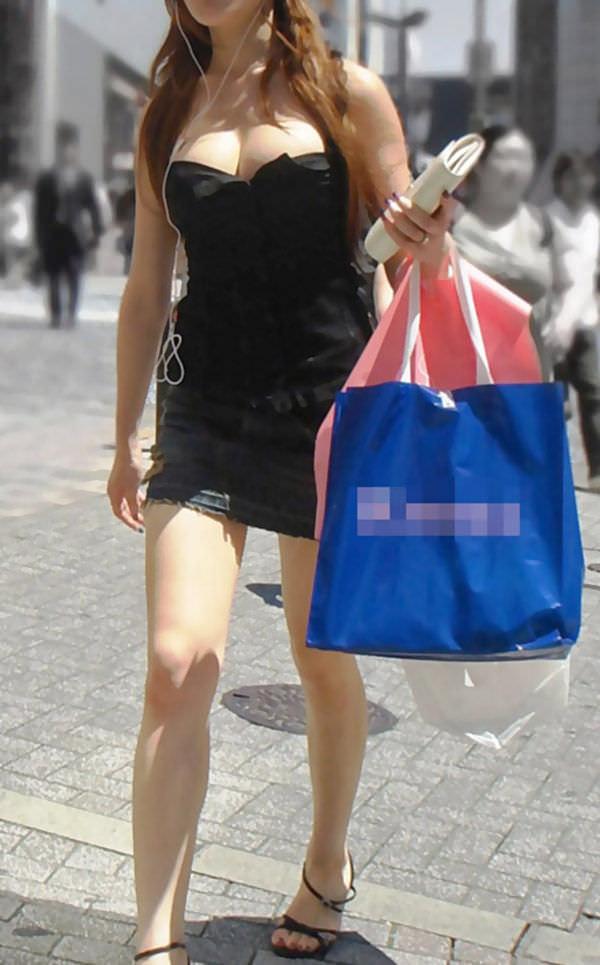 はち切れそうとはこの事www爆乳着衣おっぱいの街撮りエロ画像 1312