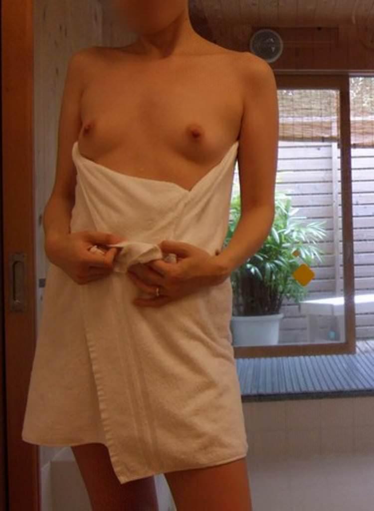 お風呂に入ってセックス前の準備をするセフレのエロ画像 134
