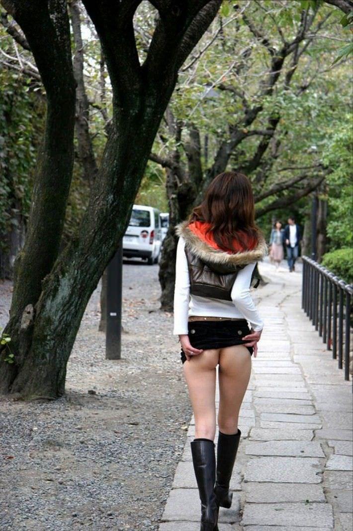 性癖異常な女達が野外露出でお尻にこだわってるエロ画像 1369