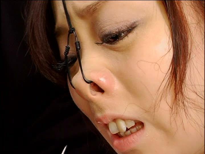 美女が鼻フックされてキモい顔になってる事に性的興奮を覚えるヤバいソフトSMエロ画像 1427