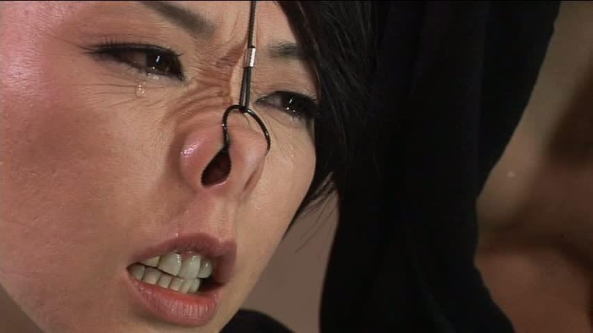 美女が鼻フックされてキモい顔になってる事に性的興奮を覚えるヤバいソフトSMエロ画像 1525