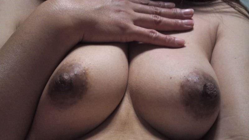 使いすぎて黒くなっちゃったドブラック乳首のおっぱいエロ画像 1547