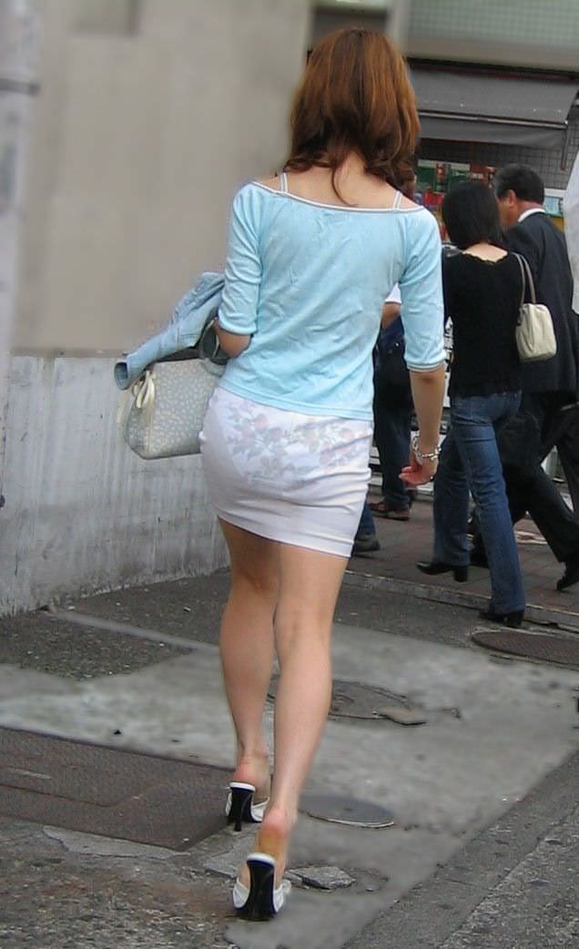 透けやすい素材の服を着る女子の透けブラや透けパンチラしてる街撮りエロ画像 1657