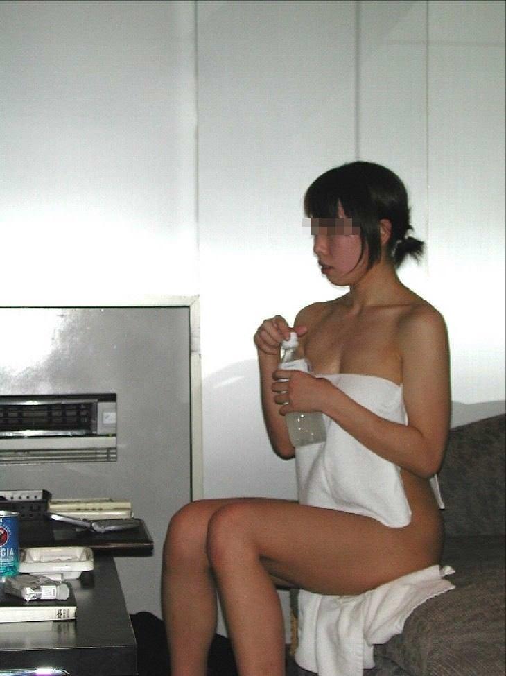 お風呂に入ってセックス前の準備をするセフレのエロ画像 173