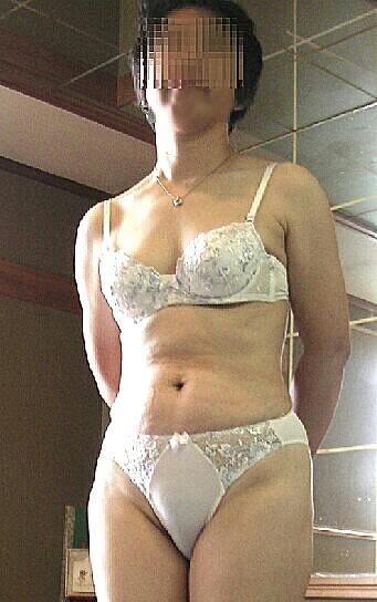 純白の下着で旦那を魅了する人妻熟女www清楚に見せかけてセックスしまくりなのが良いwwww 1910 1