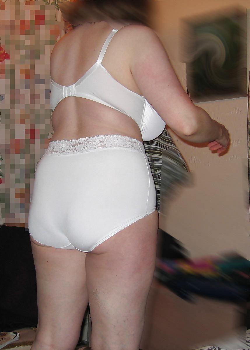 純白の下着で旦那を魅了する人妻熟女www清楚に見せかけてセックスしまくりなのが良いwwww 1919 1
