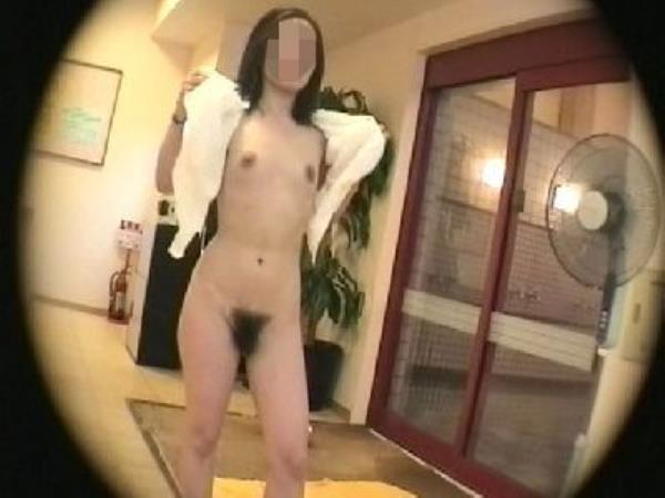 温泉の女子更衣室で着替え中のガチ素人娘を隠し撮りしたエロ画像 198