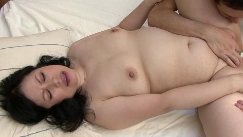 熟女になってもセックスの時は少女の様な声であえぐ人妻たちのエロ画像 2012