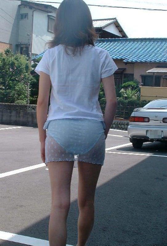 透けやすい素材の服を着る女子の透けブラや透けパンチラしてる街撮りエロ画像 2039