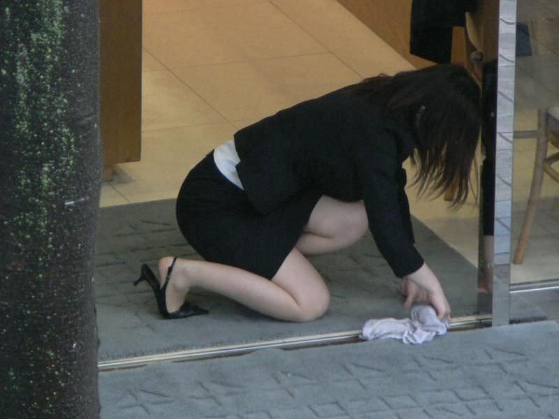 OLのパンチラとかスーツにピタッと張り付くお尻にオチンコ擦りつけたい街撮りエロ画像 205