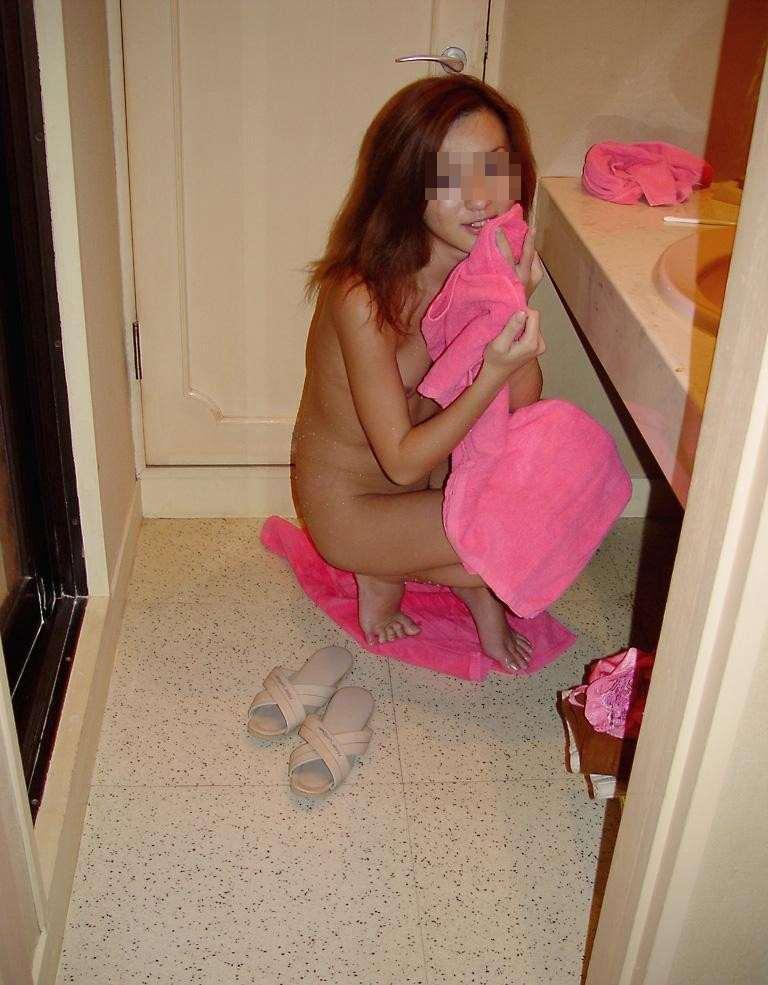 お風呂に入ってセックス前の準備をするセフレのエロ画像 223
