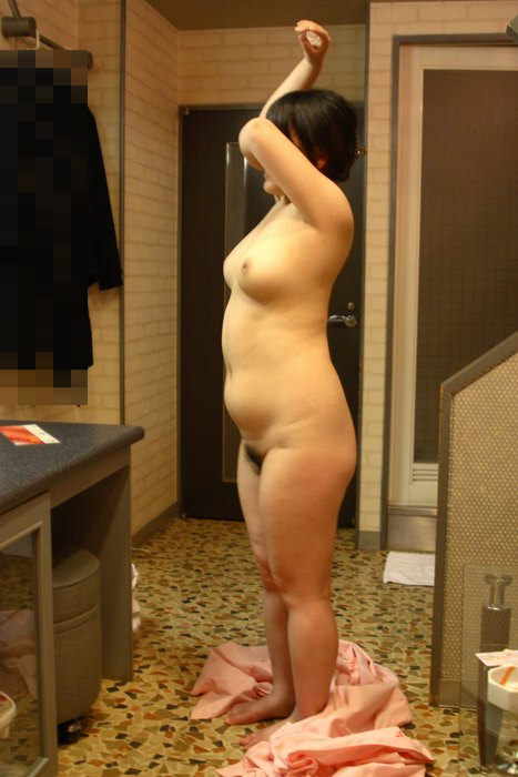 贅肉が付いて食べごろになったおデブ熟女の全裸おっぱいが最高wwwwなエロ画像 229