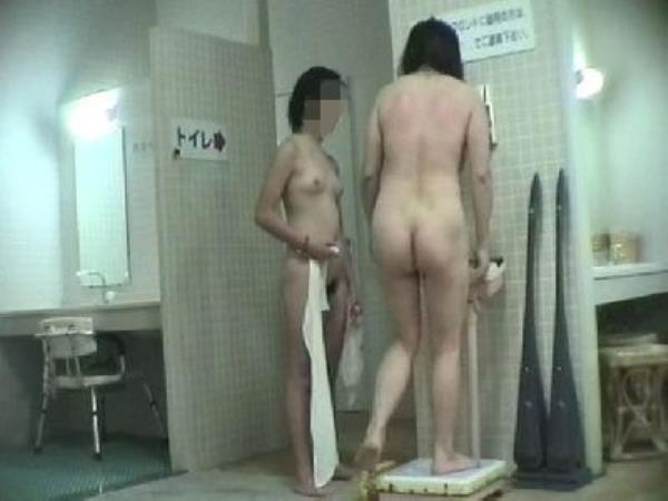 温泉の女子更衣室で着替え中のガチ素人娘を隠し撮りしたエロ画像 234