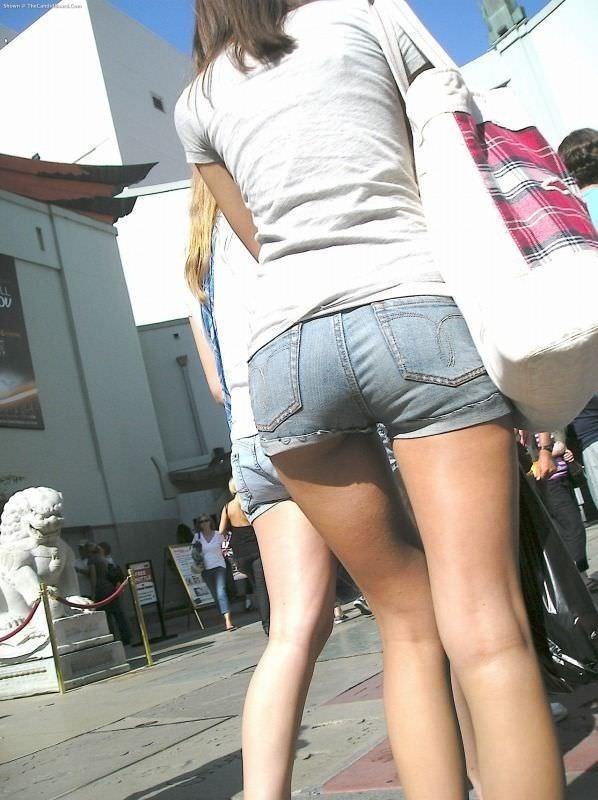 ホットパンツでむっちりしたお尻と太ももを楽しませてくれる街撮りエロ画像 249