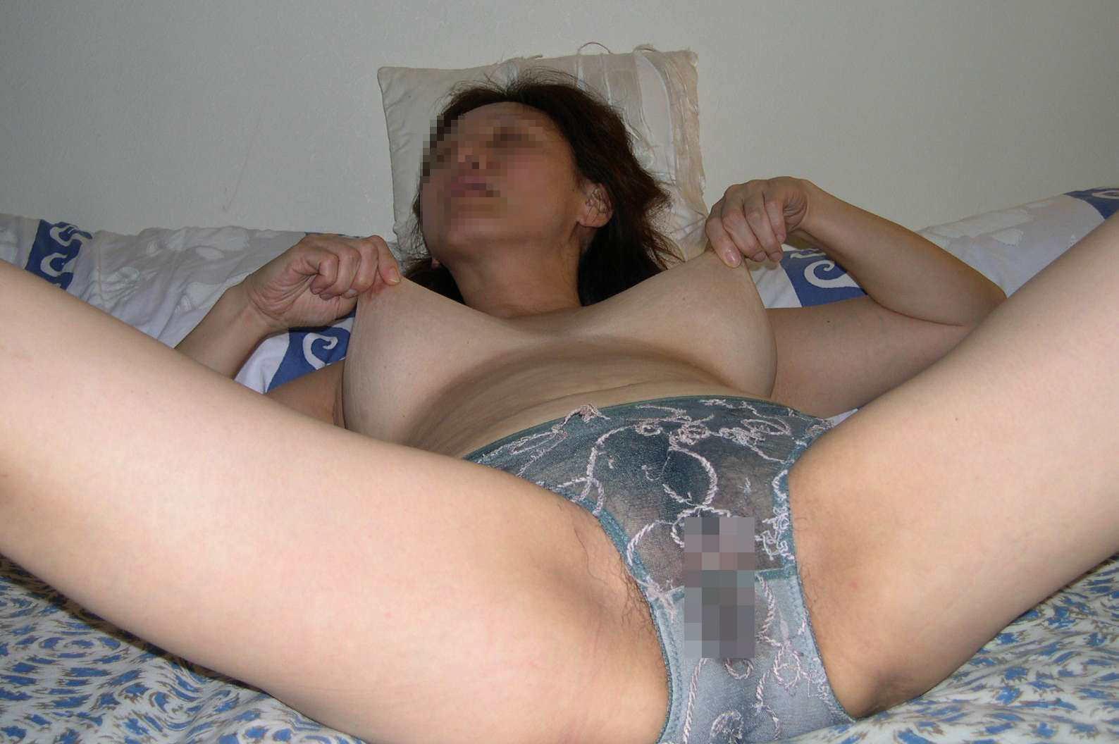 SEXする前からマン汁パンツがビッショリ熟女妻の下着姿がwww奥さんヤル氣マンマンだねぇーwww 2552
