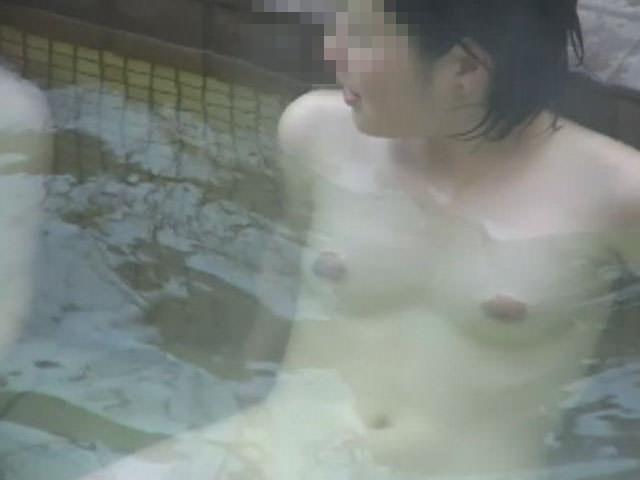 温泉で友達を隠し撮りwwwネットにうpされた女子大生のエロ画像 286