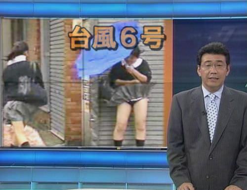 TVニュースの台風中継で映ったガチ素人のパンチラや透けブラエロ画像 293