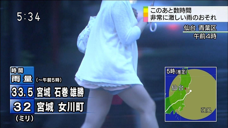 TVニュースの台風中継で映ったガチ素人のパンチラや透けブラエロ画像 348