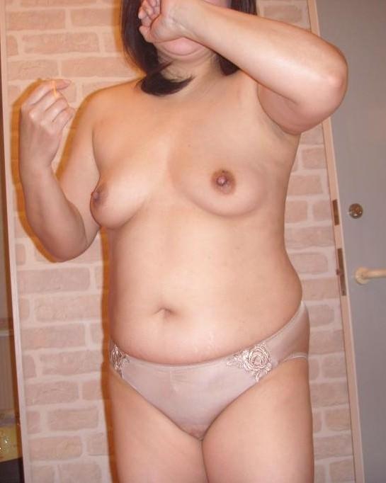 贅肉が付いて食べごろになったおデブ熟女の全裸おっぱいが最高wwwwなエロ画像 414