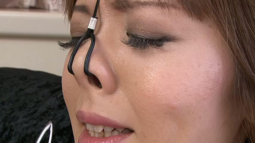 美女が鼻フックされてキモい顔になってる事に性的興奮を覚えるヤバいソフトSMエロ画像 427