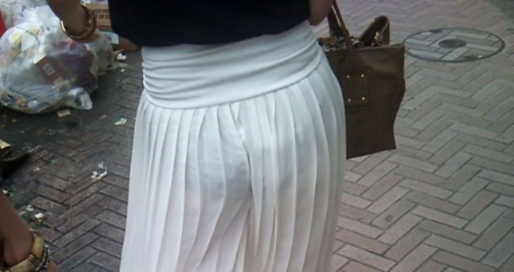 透けやすい素材の服を着る女子の透けブラや透けパンチラしてる街撮りエロ画像 462