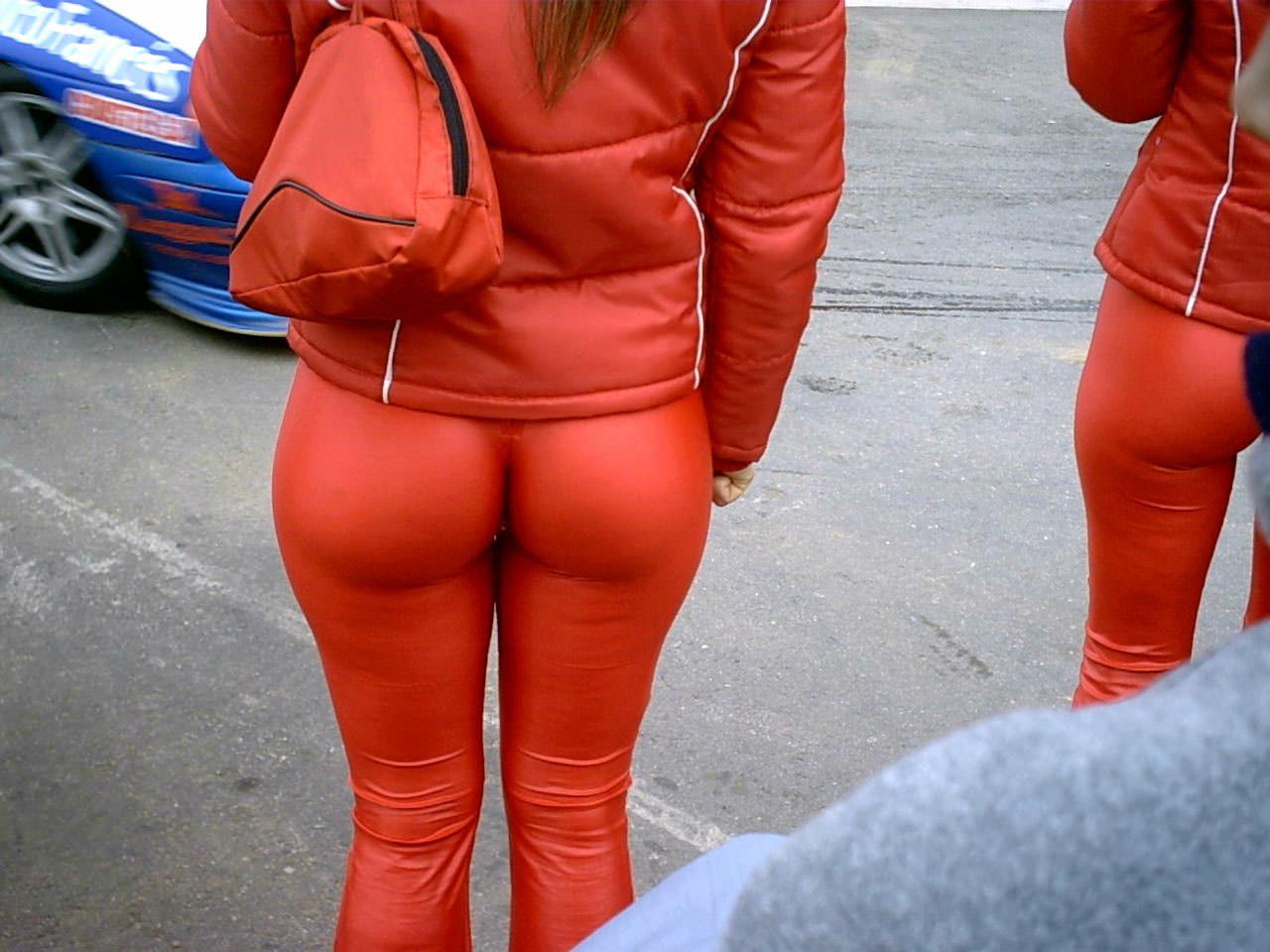 おっぱいよりもお尻をアピールする女子の街撮りエロ画像 478