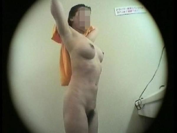 温泉の女子更衣室で着替え中のガチ素人娘を隠し撮りしたエロ画像 511