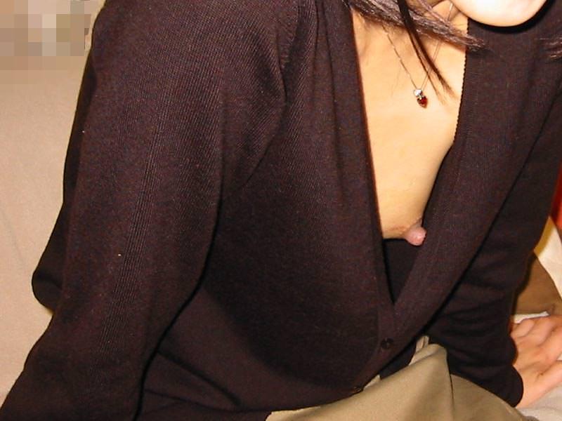 街撮りした素人娘たちの胸チラを接写風に拡大した乳首おっぱいエロ画像 853