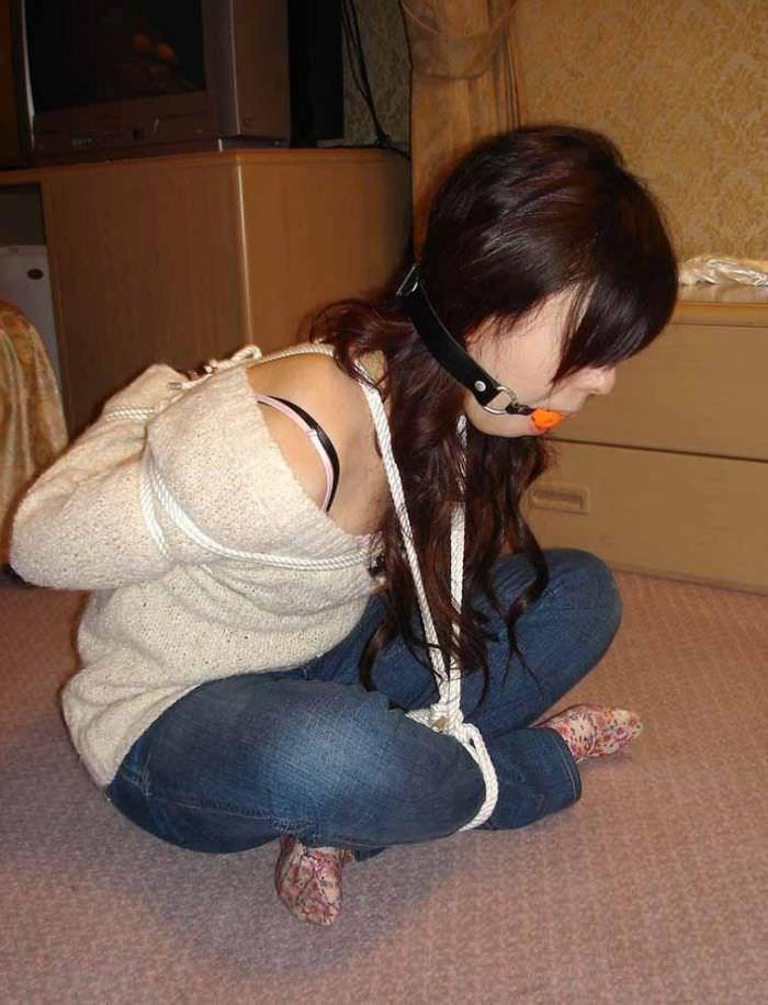 彼女とのHにも飽きてきたのでとりあえず縛ってみたwwwww(緊縛素人エロ画像) 0436
