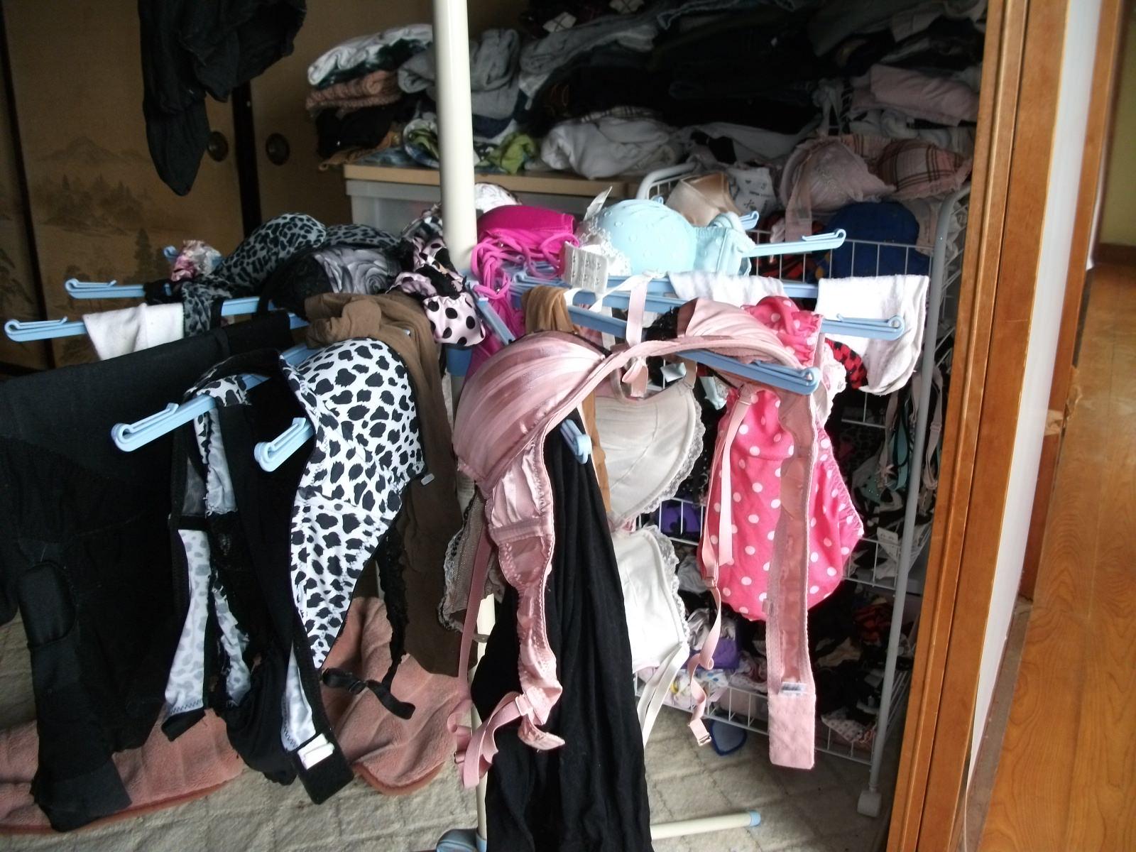 彼女や嫁がガチ使用してるパンティーやブラジャーの洗濯物の素人下着エロ画像 10