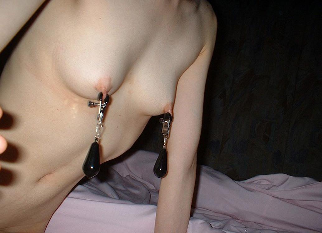 乳首を割り箸や洗濯バサミで挟んで弄ぶソフトSMエロ画像 1017