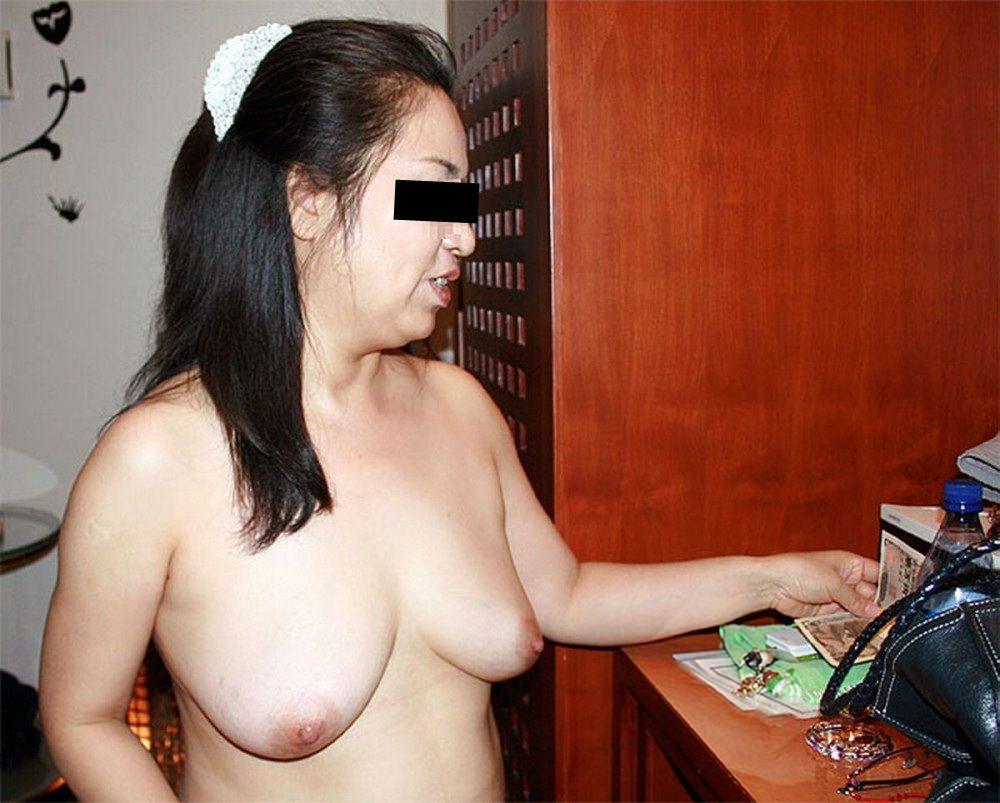 人妻系デリヘルで呼んだ熟女とセックス事後に撮影したエロ画像 1047