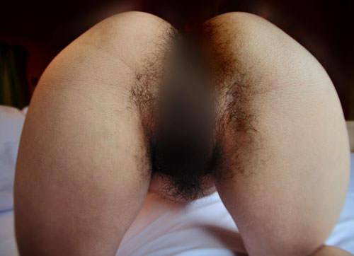 ケツ毛とマン毛が繋がってる汚い性器を丸出しにしてる素人娘のエロ画像 1080