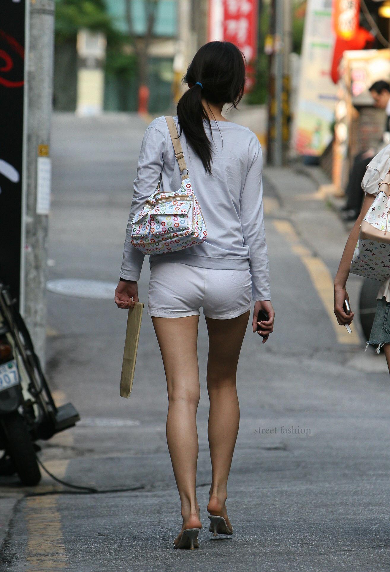 プリプリした綺麗なお姉さんのお尻を隠し撮りした街撮りエロ画像 11104