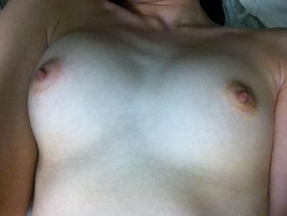 梅干しみたいな乳首を晒す素人女神たちの巨乳おっぱいエロ画像 11127