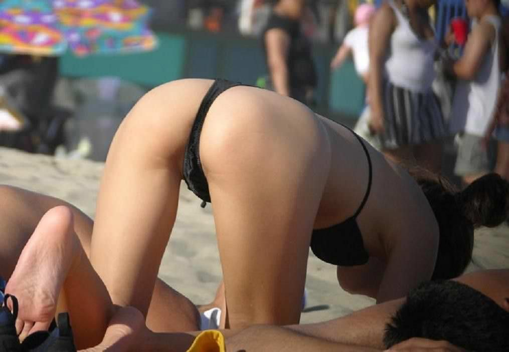 夏のビーチではたくさんのオナネタを発見する事が出来るエロ画像 1127