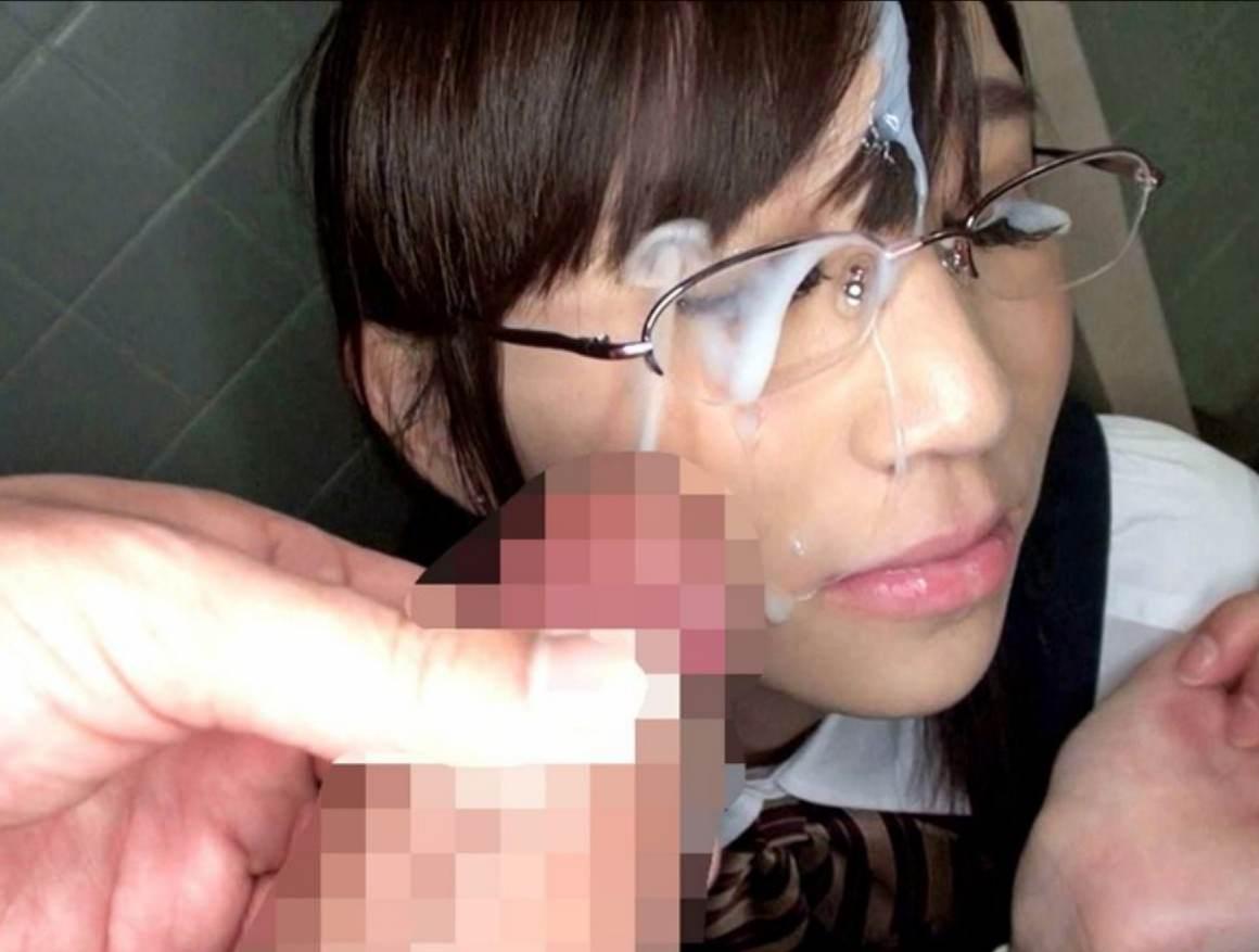メガネっ娘の顔におもいっきりザーメンぶちまけた顔射ぶっかけエロ画像 1131